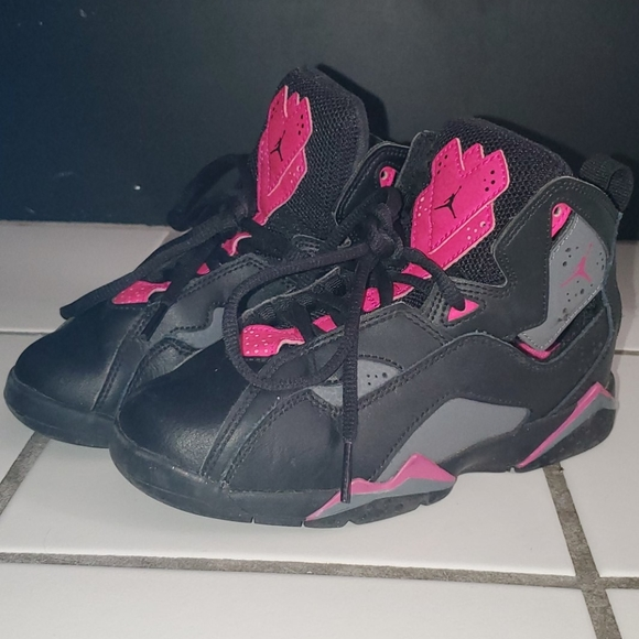 Girls Michael Jordan Basketball Shoe